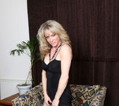Elizabeth Green - Dirty Blonde MILF with nice tits 5