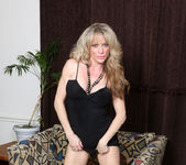 Elizabeth Green - Dirty Blonde MILF with nice tits 8