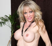 Elizabeth Green - Dirty Blonde MILF with nice tits 14