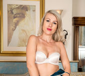 Evey Crystal - Hot Milf - Anilos 7