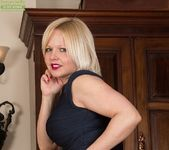 Sophie May - milf in stocking spreading 4