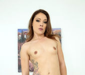 Lola Vaughn - Amazing Lady - MILF Hunter 2
