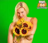 Flower Child - Amber - Big Boob Worship 4