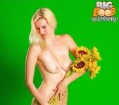 Flower Child - Amber - Big Boob Worship 7