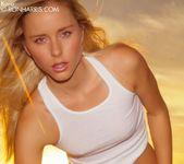 Glamorous babe Kara Duhe posing nude 3