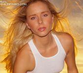 Glamorous babe Kara Duhe posing nude 4