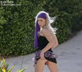 Glamorous Kara Duhe outdoors in her sexy, bohemian outfit 5