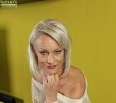 Vanessa Moore - milf spreading her ass 5