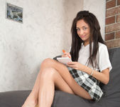 Dominika Dark likes to spread her legs 3