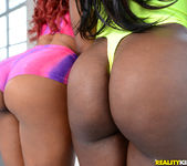 Tara Fox & Gabriel - Stretch It Out - Round And Brown 2