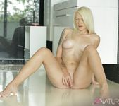 Arteya - Canvas of Beauty - 21Naturals 13
