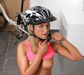 Vinna Reed - Biking or masturbation? 6