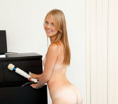 Newcommer Lily Rader Playing with her hitachi 16
