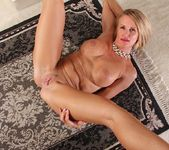 Older mature Mason Vonne spreading her legs 17