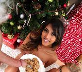 Alexis Fawx, Sophia Leone - Sneaky Santa - Moms Bang Teens 12