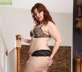 Ember Rayne - chubby mom getting naked 5