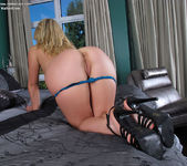 Jemma Valentine fingering her asshole 5