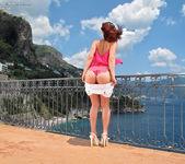 Nina Sunrise - flexible & adventurous 3