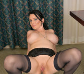 Stacy Ray - Sexy Mom - Anilos 18