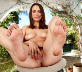 Jade Nile Loves Sucking Her Toes While Giving a Footjob 5