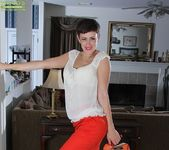Stevie Jones - short haired mature getting down and dirty 3