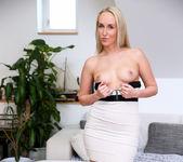 Jenny Simmons - Hot Mama - Anilos 7