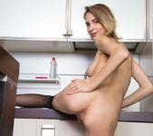 Linny - kitchen strip 11