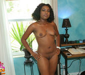 Lola Amor - Look At That - Black GFs 10