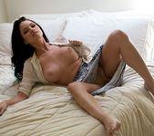Raven Bay wants to show you what she's up to in bed 16