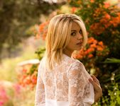 Blake Bartelli Opens Her Flower In A Beautiful Backyard 7