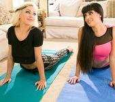 Mercedes Carrera, Cameron Dee - Massage on the Mat 2