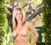 Tasha Reign, Alix Lynx - Sex Therapy 24