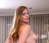 Sovereign Syre, Lola Foxx - In-Room Rubdown 8