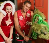 How The Grinch Gaped Christmas - Chapter 1 2