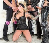 Vyxen Steel, Axel Aces - Hot Tub Whore Machine 3