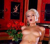 Jennifer Love, Lydia St. Martin - Roma #01 12