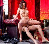 Valentina Cruz, Kai Taylor - Chic Sex 14