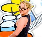 Kimmy Olsen - Buttsex Nymphos #02 8