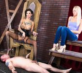 Bonnie Rotten, Zoey Monroe - Facesitting Tales #02 4