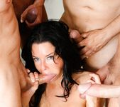 Veronica Avluv - LeWood Gangbang: Battle Of The MILFs 11