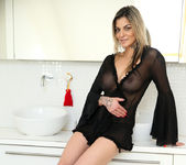 Klarisa Leone - Big Tits - Anilos 2