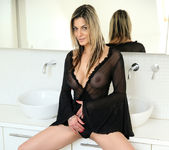Klarisa Leone - Big Tits - Anilos 3