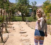 Alix Lynx, Karla Kush - Nosey Neighbor - Girlsway 2