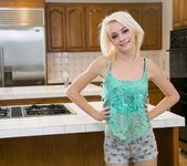 Ariella Ferrera, Maddy Rose - Pie Day - Girlsway 17