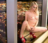 Dahlia Sky, Cadence Lux - Vegas Sins: Part One - Girlsway 24
