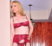 Nina Hartley, Dia Lewa - Nina Loves Girls #02 18