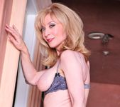 Nicole Ray, Nina Hartley - Nina Loves Girls #02 21