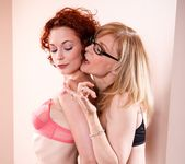 Justine Joli, Nina Hartley - Nina Loves Girls #02 24