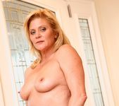 Ginger Lynn, Mia Presley - Ginger Loves Girls 17