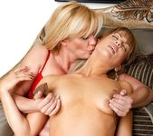 Ginger Lynn, Mia Presley - Ginger Loves Girls 24